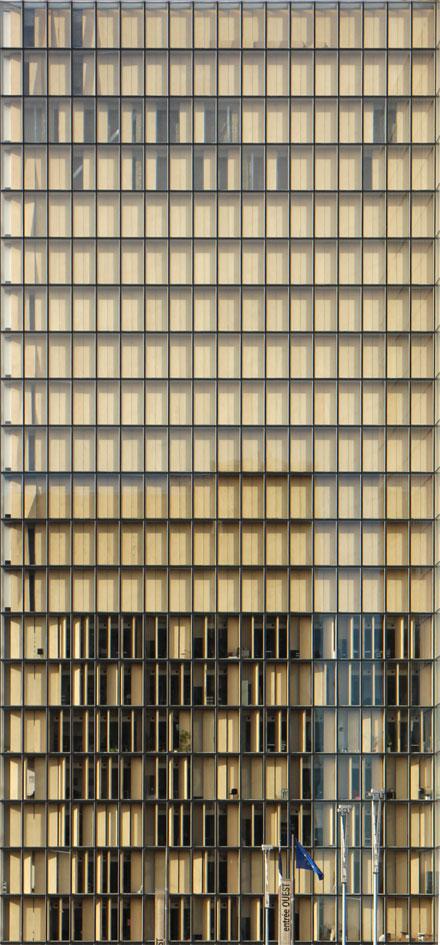 Fa ade d 39 une tour de verre et panneaux bois museumtextures - Panneau de briques de verre ...