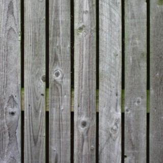 Paroi de cabane en bois gris