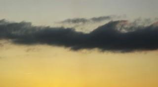 Ciel jaune et nuage noir