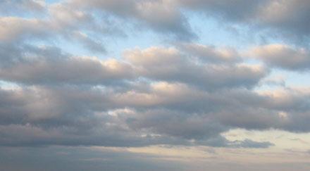 Ciel bleu et nuages roses