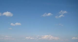 Ciel bleu et petits nuages