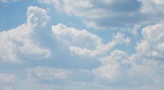 Ciel bleu et nappes nuageuses