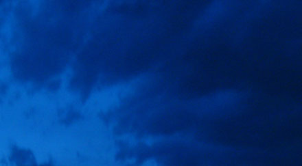 Ciel bleu sombre nocturne