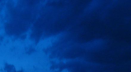 Ciel bleu sombre nocturne museumtextures - Image ciel bleu clair ...