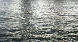 Reflets sur l'eau d'un fleuve