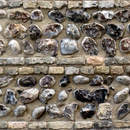 Mur de galets décoratifs