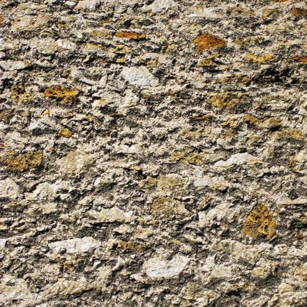 Mur en pierre meulière
