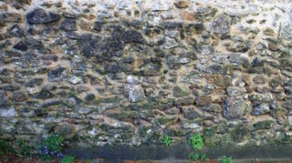 Mur séparatif de pierre meulière