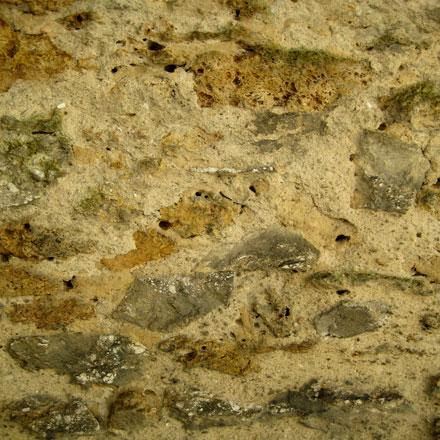 Gros plan de mur de pierres en meulière