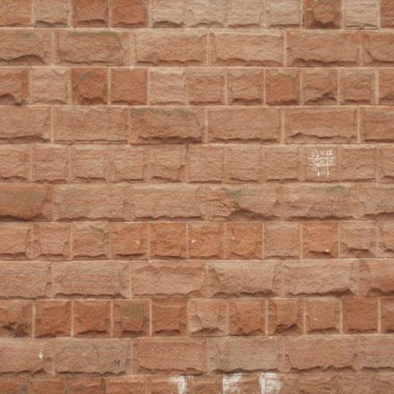 Mur de pierres ocres